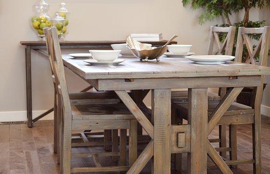 dębowy stół z krzesłami do pokoju