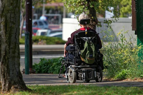 skuter elektryczny inwalidzki z wyposażeniem